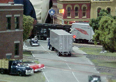 A passing train disrupts the traffic on Jeff York's corner module.<br>(<i>Tim Young photo</i>)
