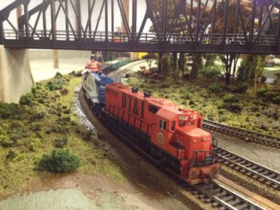 A DT&I GP38 leads a freight onto one of the turnback modules.